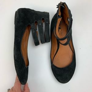 Elizabeth & James black suede strappy flats 8